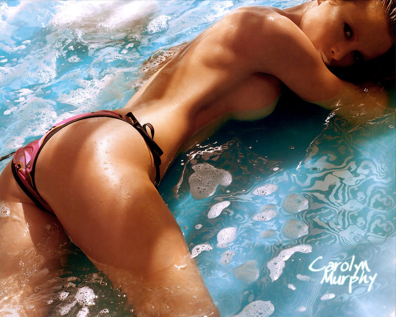 Эротические красивые фото в купальниках 23 фотография