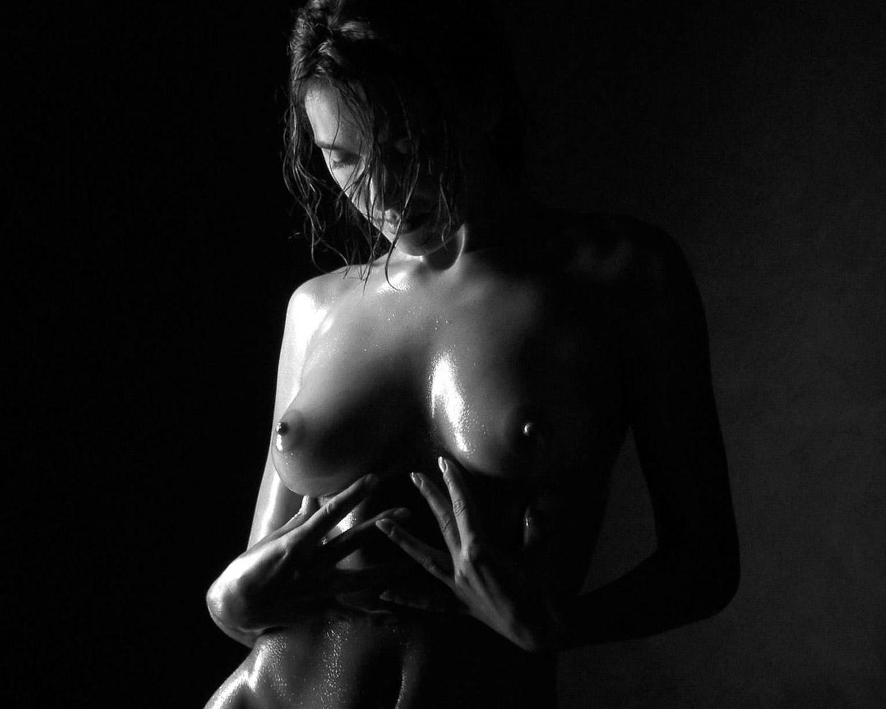 Эротические черно белые фото девушек 5 фотография